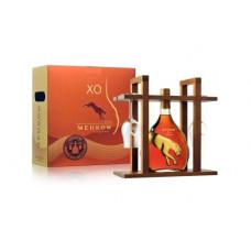 """Konjaks """"Meukow XO + 2 tulpju glāzēm Koka kastē"""" 40% 0.7L"""
